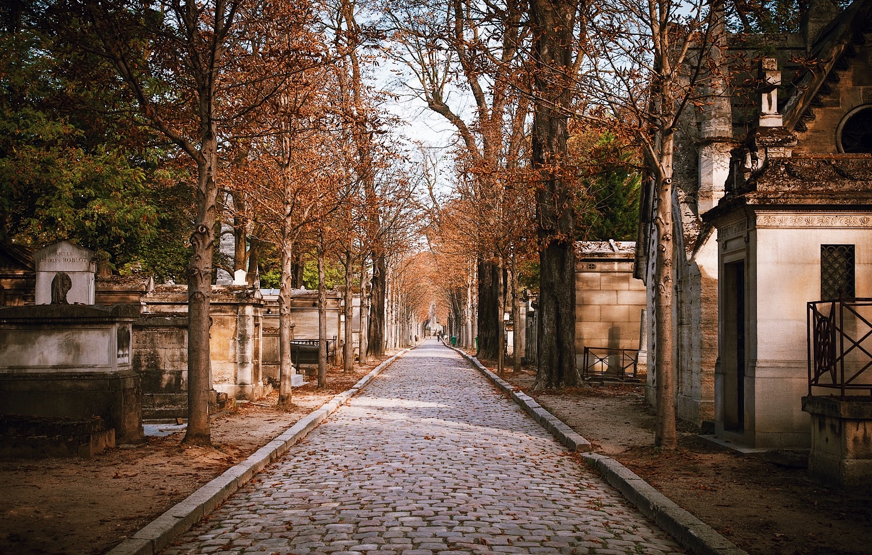 Paris-Tour-Père-Lachaise-Cemetery-Jim-Morrison